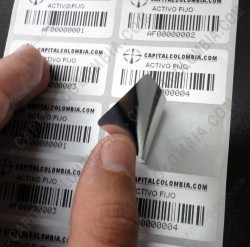 Ampliar foto de Venta de 5.000 etiquetas impresas metalizadas para activos fijos con pegante de seguridad (Incluye etiquetas e impresión)