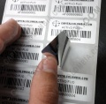 Venta de 1.250 etiquetas impresas metalizadas para activos fijos con pegante de seguridad (incluye etiquetas e impresion)
