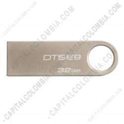 Ampliar foto de Memoria USB Kingston de 32GB Metálica Plateada - DTSE9H/32GBZ